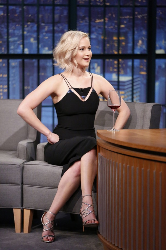jennifer-lawrence-late-night-with-seth-meyers-in-new-york-city-december-15-2015_12