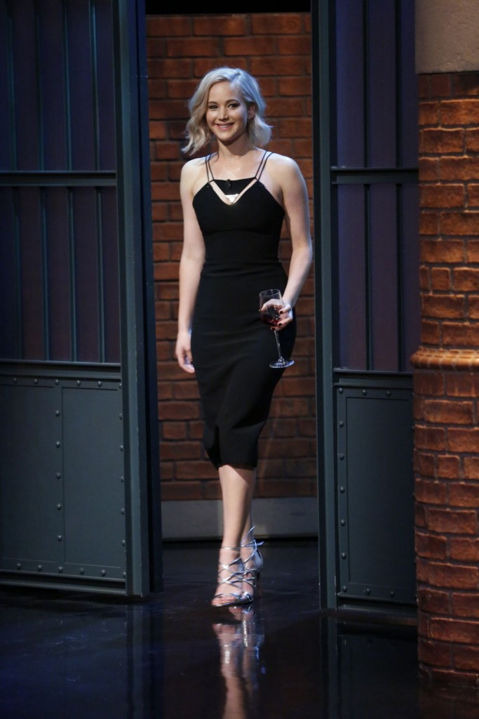 jennifer-lawrence-late-night-with-seth-meyers-in-new-york-city-december-15-2015_17