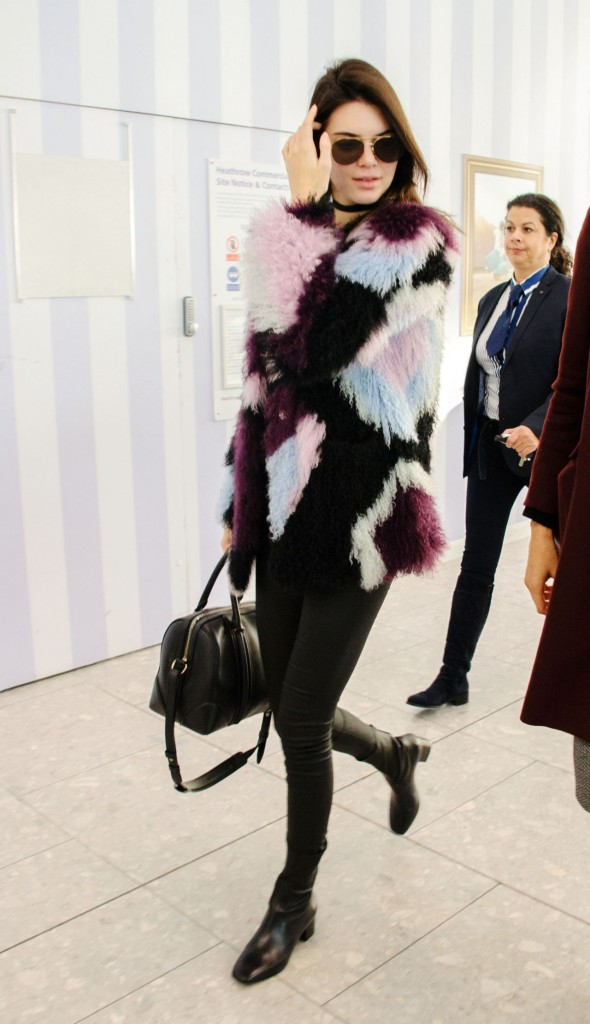 kendall-jenner-heathrow-airport-in-london-12-8-2015_1