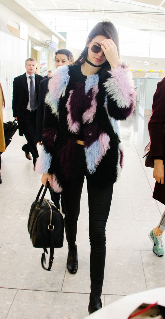 kendall-jenner-heathrow-airport-in-london-12-8-2015_3