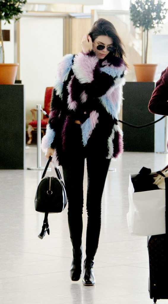 kendall-jenner-heathrow-airport-in-london-12-8-2015_5