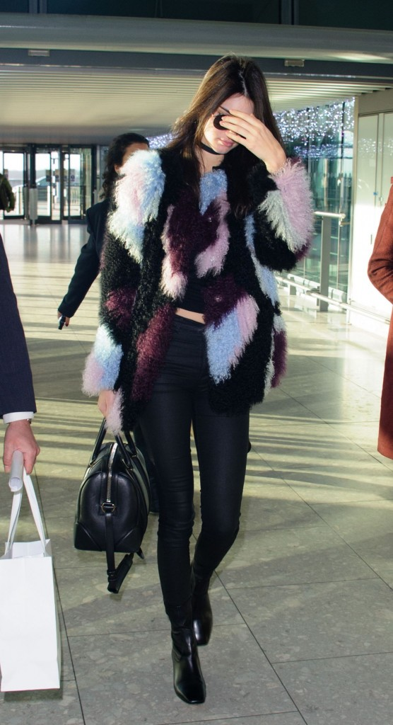 kendall-jenner-heathrow-airport-in-london-12-8-2015_6