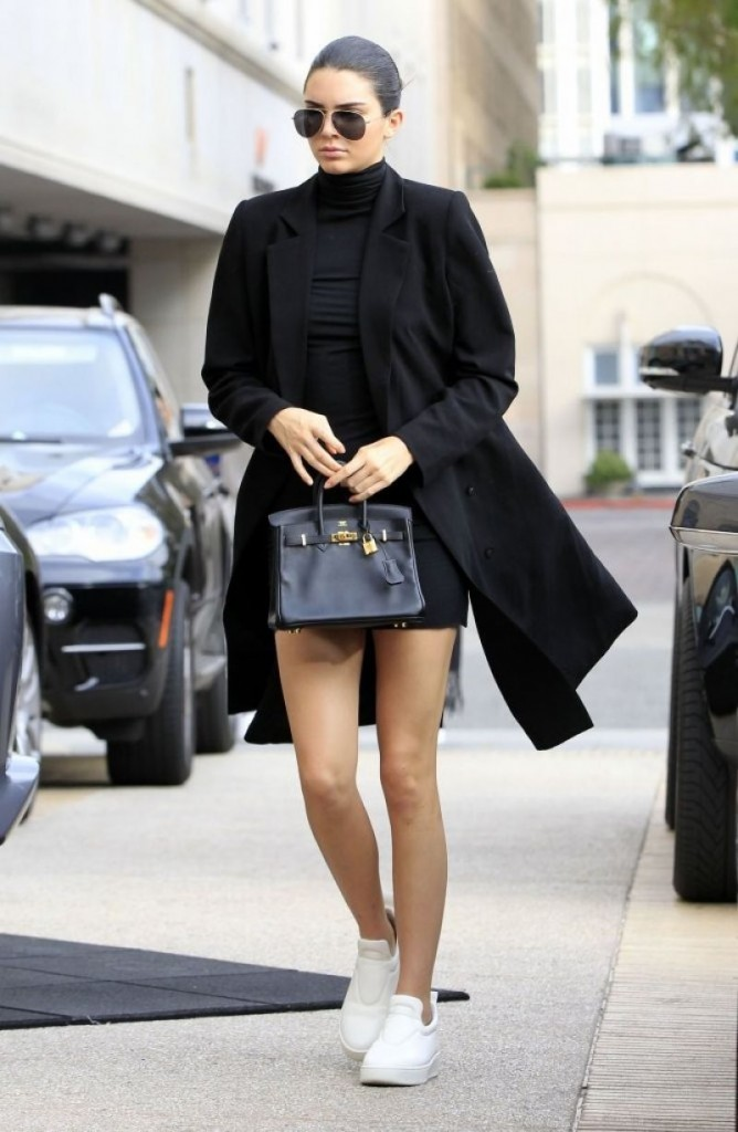 kendall-jenner-out-shopping-in-beverly-hills-12-10-2015_1-1