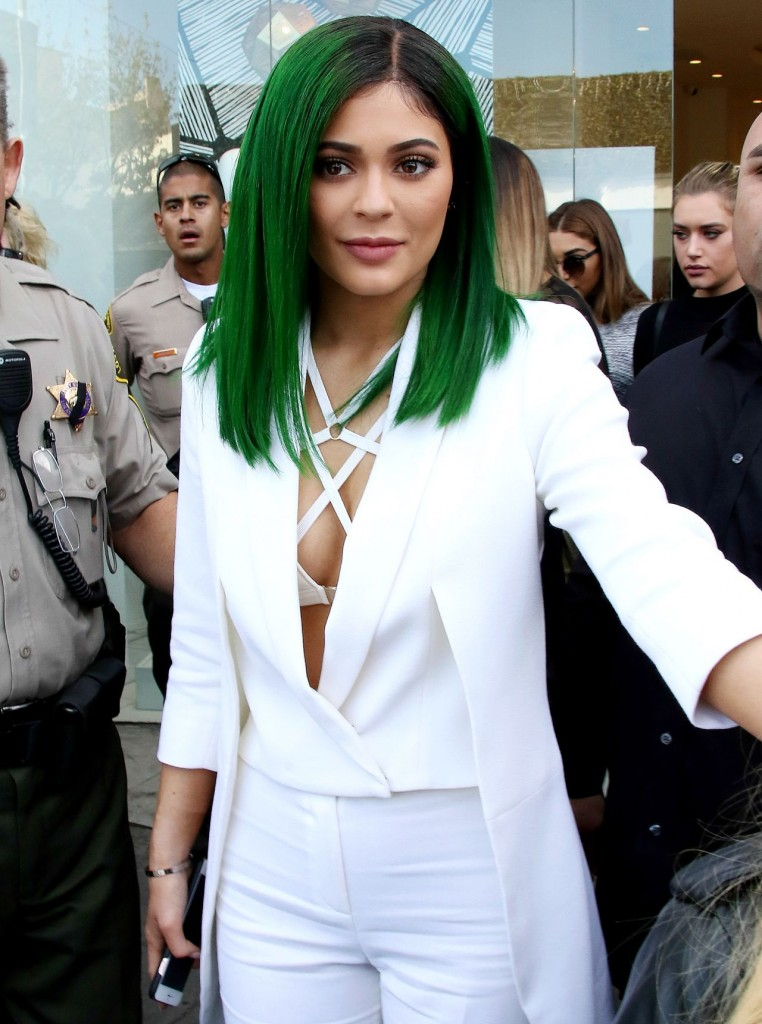 kylie-jenner-lip-kit-by-kylie-jenner-launch-at-dash-in-los-angeles-november-2015_1
