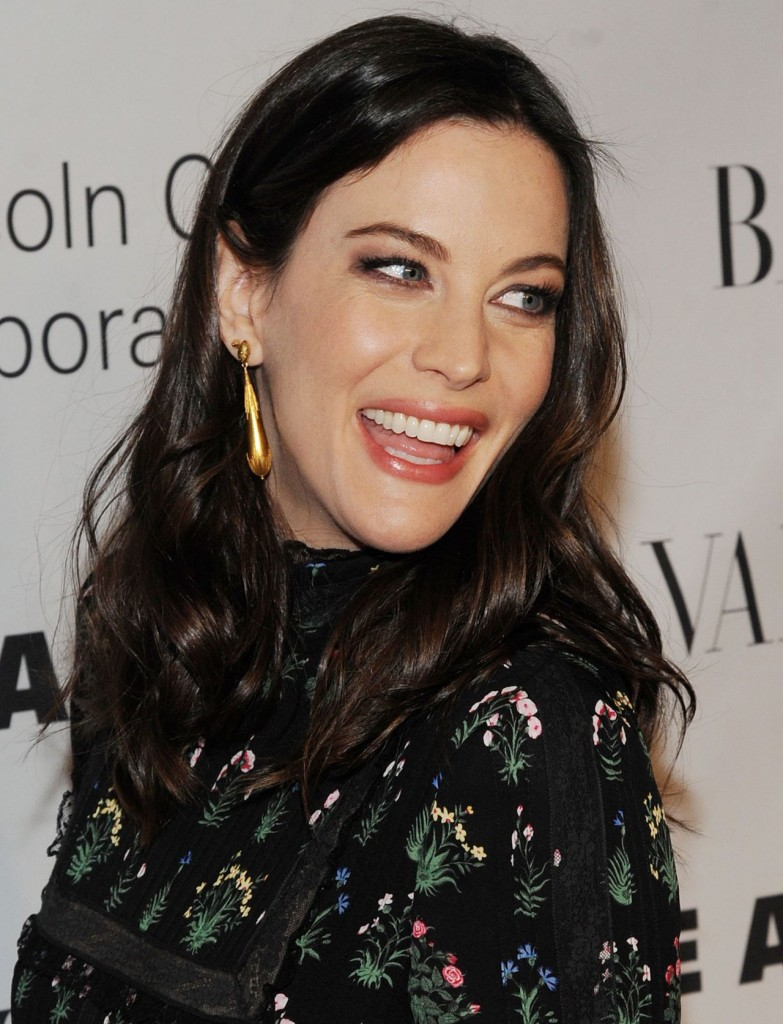 liv-tyler-an-evening-honoring-valentino-gala-in-new-york-city-12-7-2015_9