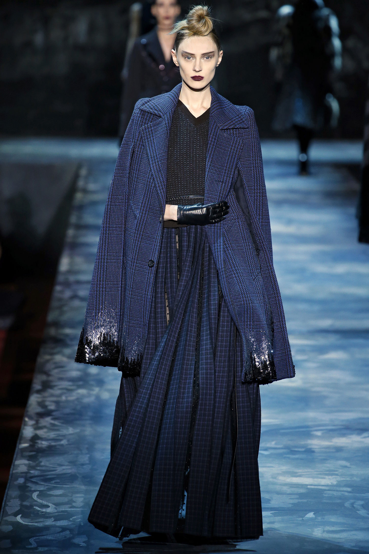marc-jacobs-fall-2015-runway-blue-cape-sequins-main