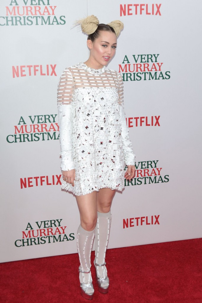 miley-cyrus-netflix-original-holiday-special-a-very-murray-christmas-in-new-york-december-2015_2