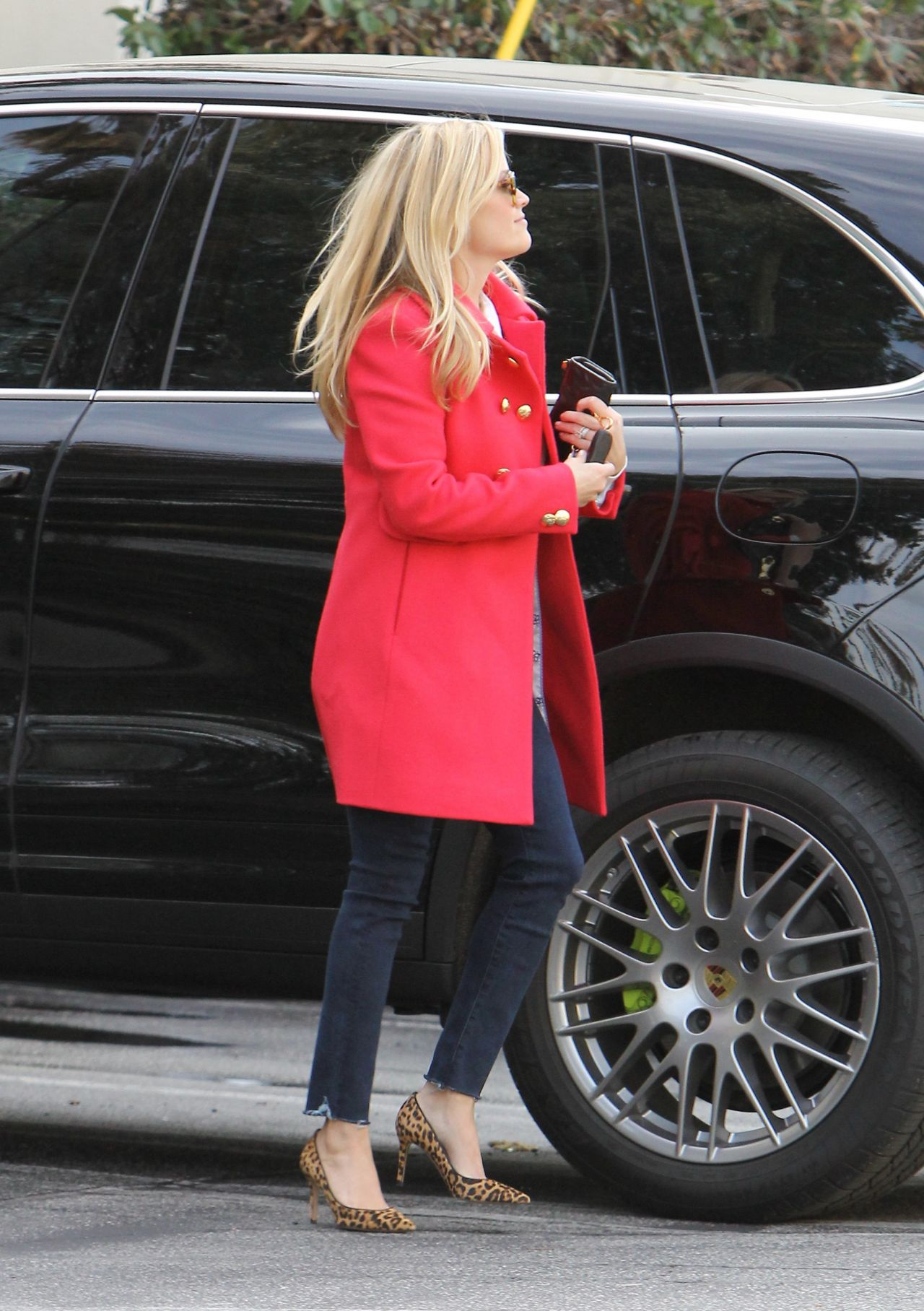 reese-witherspoon-style-out-in-brentwood-12-20-2015_11