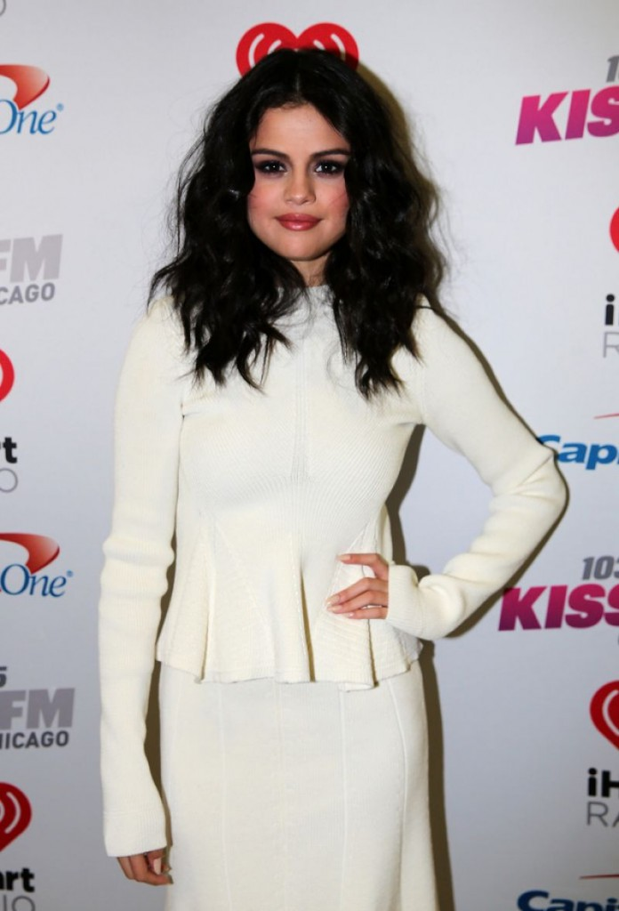 selena-gomez-at-103.5-kiss-fm-s-jingle-ball-2015-in-chicago-12-16-2015_4