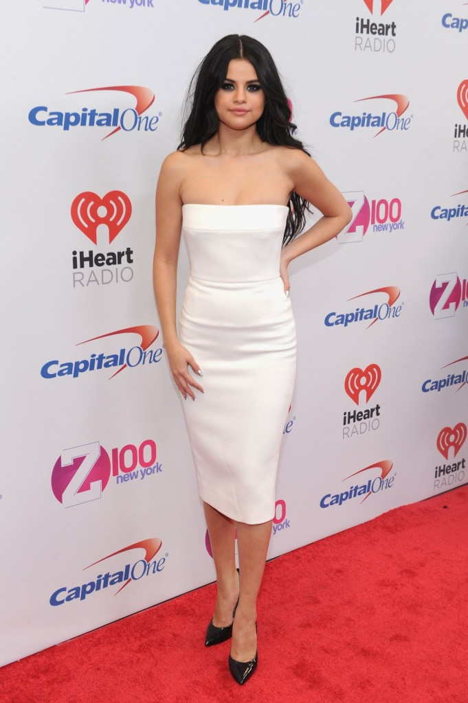 selena-gomez-on-red-carpet-z100-s-jingle-ball-2015-in-new-york-city_10