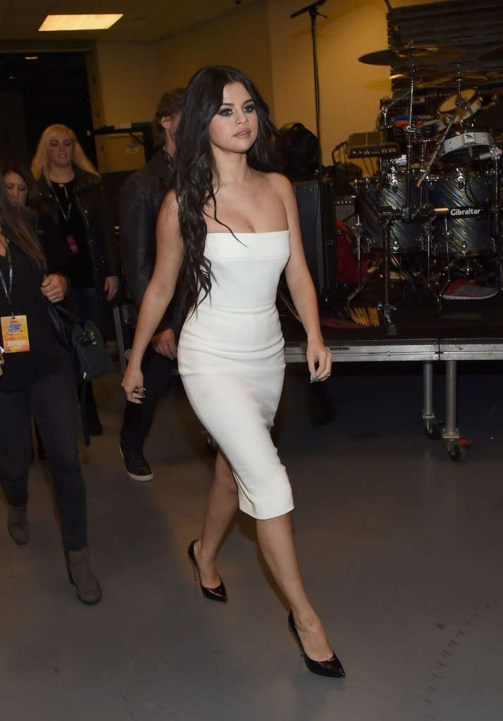 selena-gomez-on-red-carpet-z100-s-jingle-ball-2015-in-new-york-city_2
