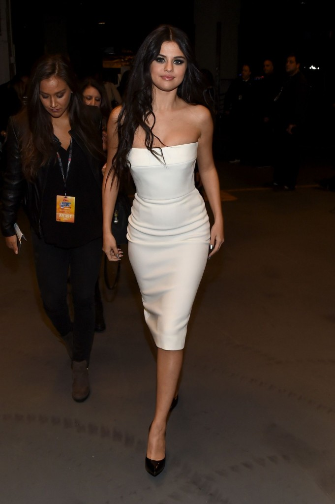 selena-gomez-on-red-carpet-z100-s-jingle-ball-2015-in-new-york-city_4