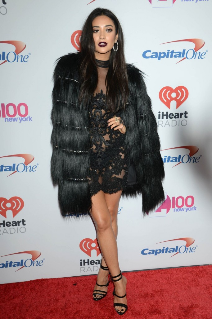 shay-mitchell-z100-s-jingle-ball-2015-in-new-york-city_14