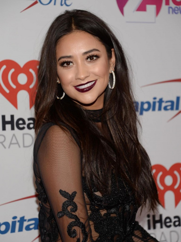 shay-mitchell-z100-s-jingle-ball-2015-in-new-york-city_2