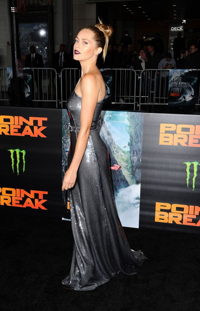 teresa-palmer-point-break-premiere-in-hollywood-ca_19