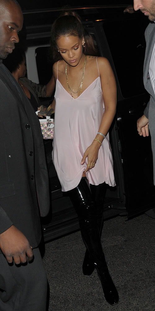 Rihanna- in over-the-knee-boots
