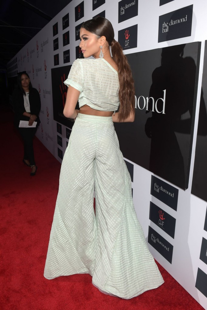 zendaya-2015-diamond-ball-in-santa-monica-12-10-2015_19