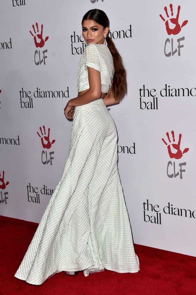 zendaya-2015-diamond-ball-in-santa-monica-12-10-2015_2