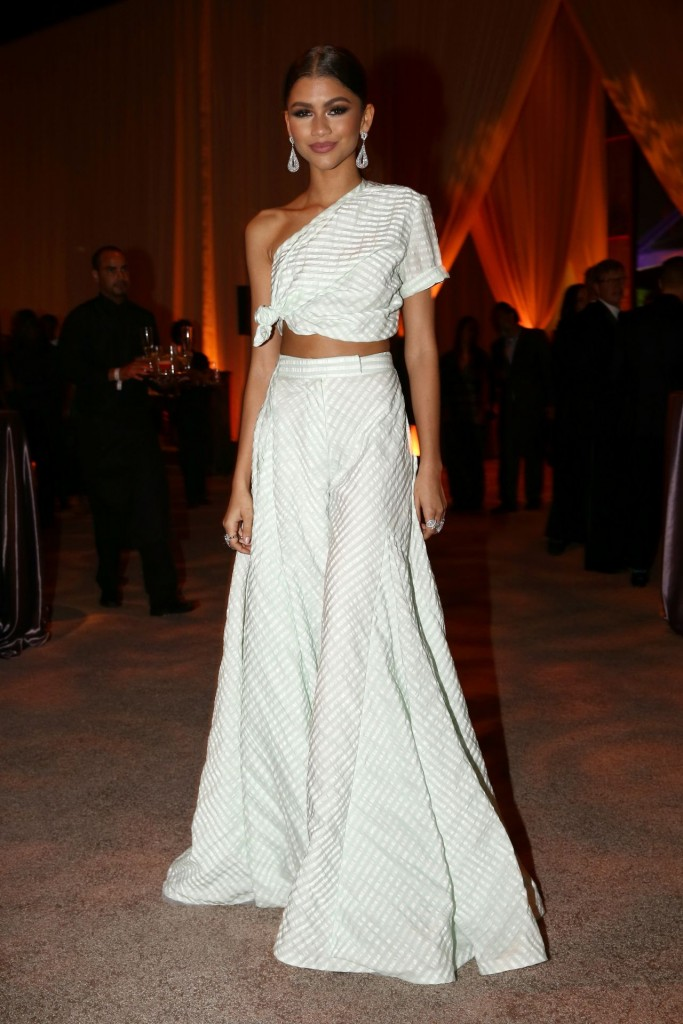 zendaya-2015-diamond-ball-in-santa-monica-12-10-2015_25