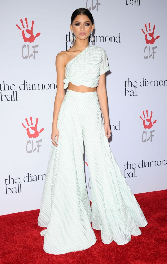 zendaya-2015-diamond-ball-in-santa-monica-12-10-2015_32