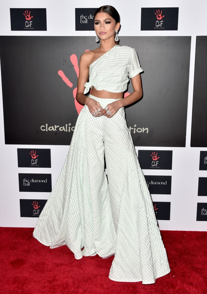 zendaya-2015-diamond-ball-in-santa-monica-12-10-2015_6