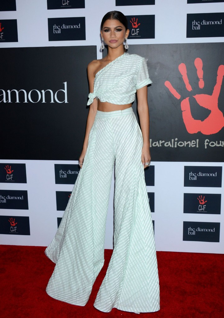 zendaya-2015-diamond-ball-in-santa-monica-12-10-2015_8