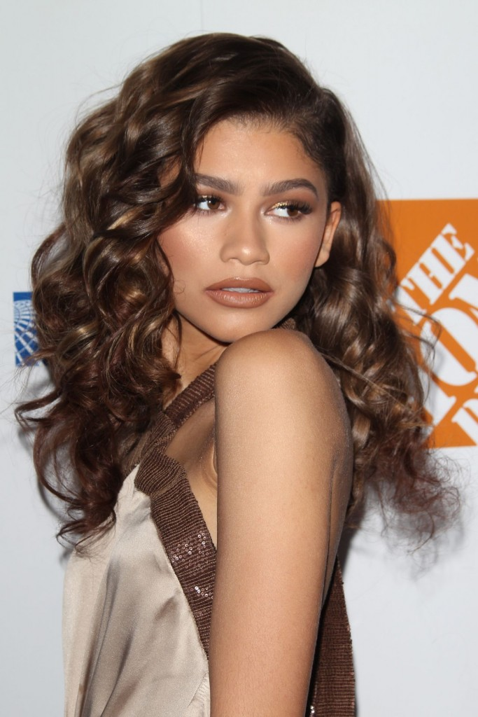 zendaya-coleman-2015-ebony-power-100-gala-in-los-angeles_5