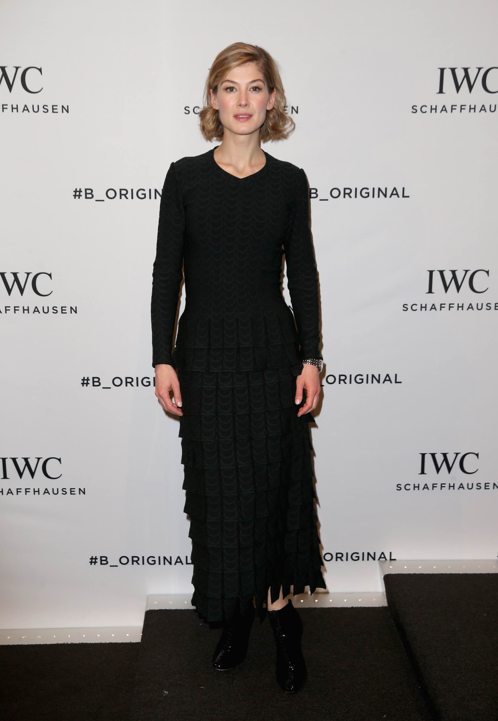 rosamund-pike-in-azzedine-alaia-pilots-watches-novelties-launch