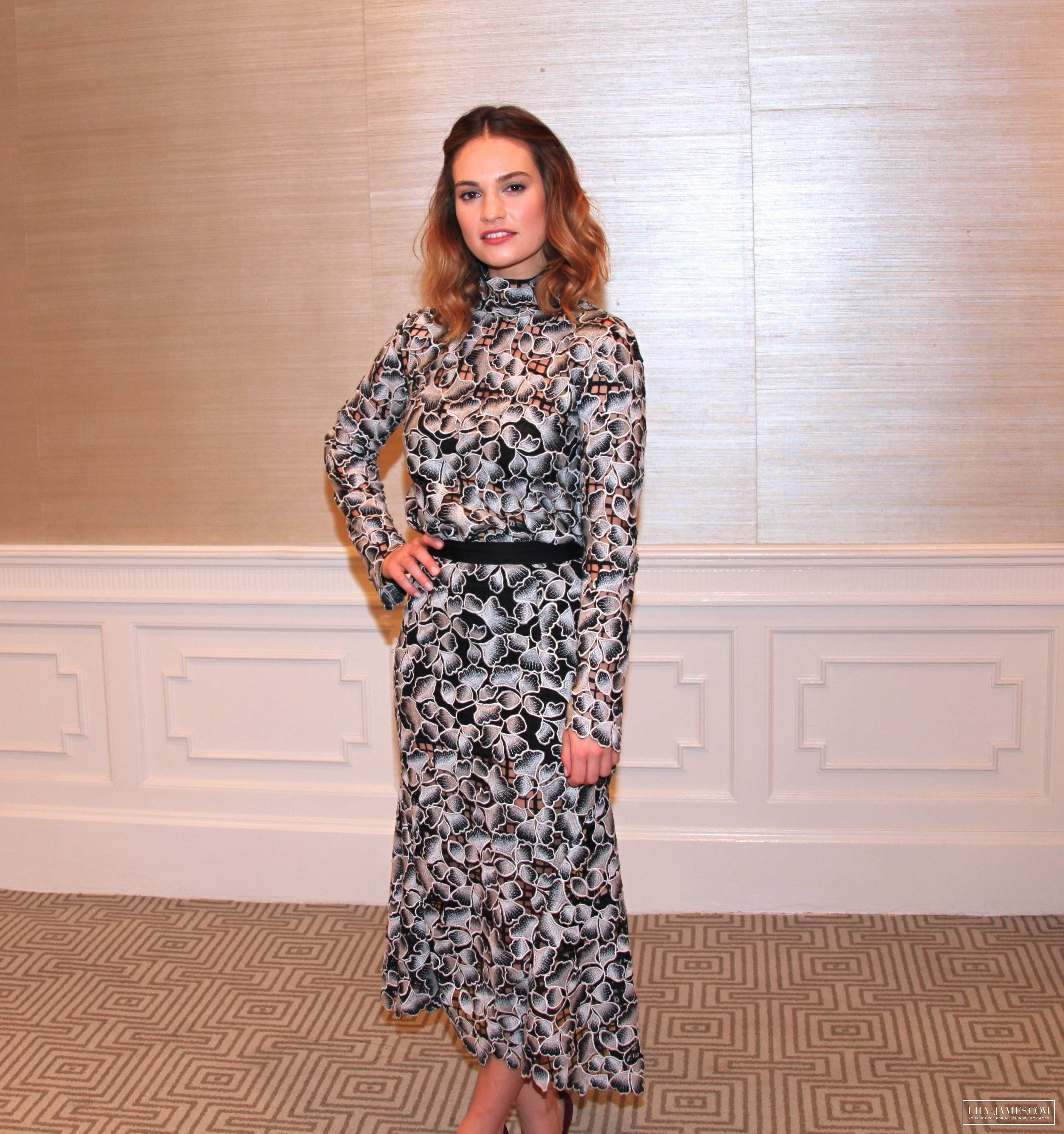lily-james-in-saloni-pride-and-prejudice-and-zombies-la-photocall
