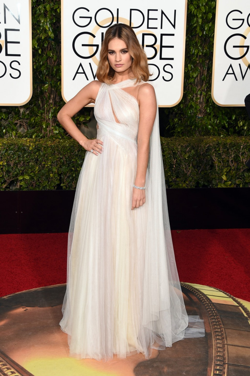 2016-Golden-Globe-Awards-Lily-James-Gown-1024x1539