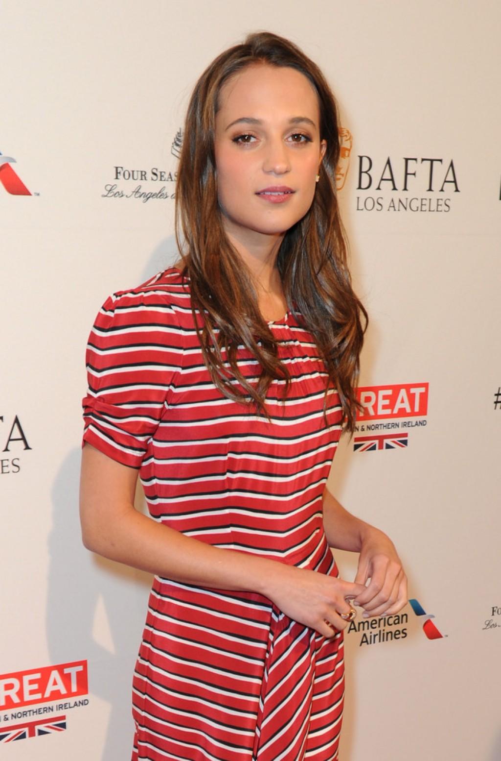 BAFTA-Los-Angeles-Awards-Season-Tea-Alicia-Gown-1024x1553