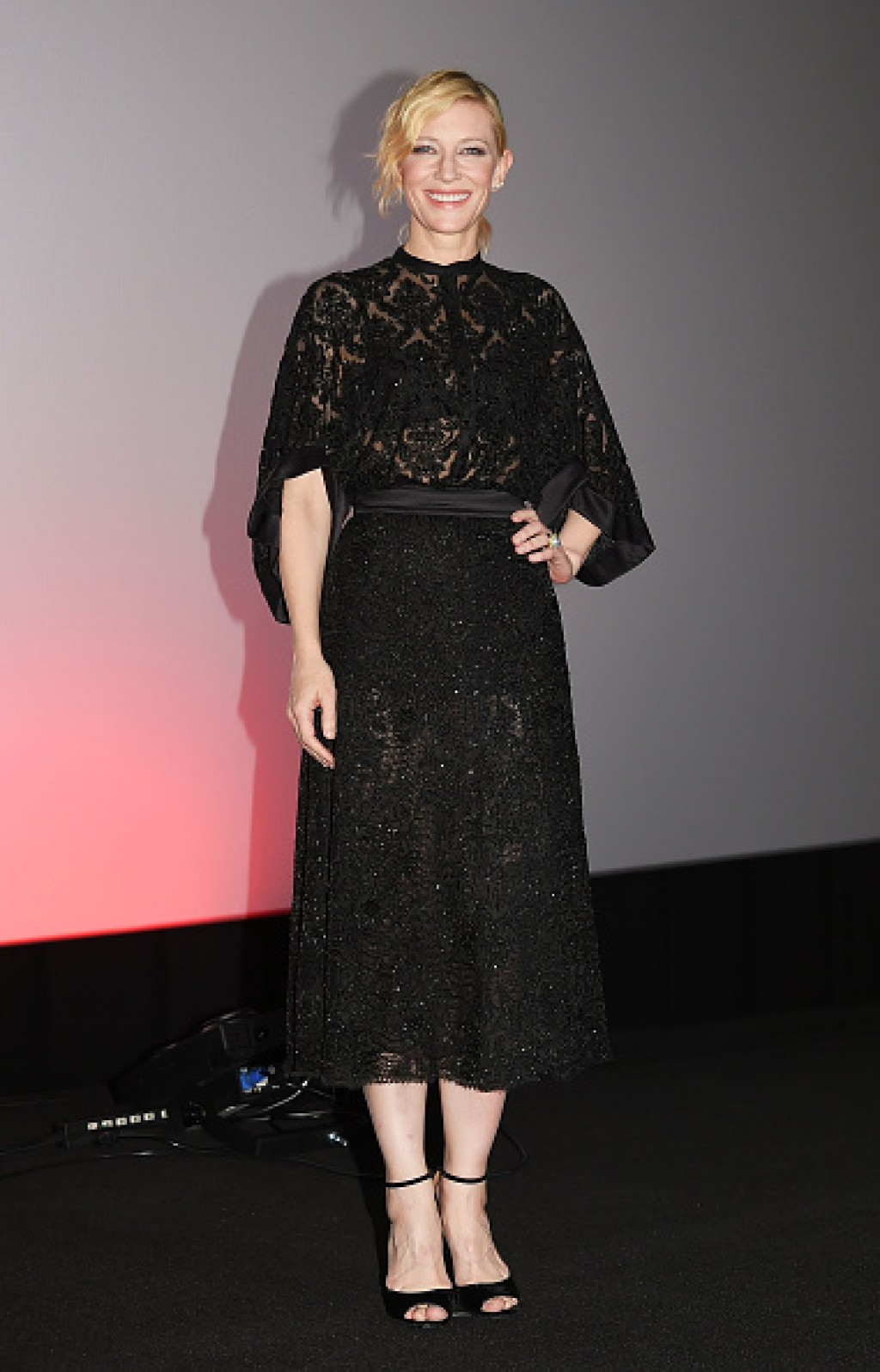 Carol-Stage-Greeting-In-Tokyo-Cate-Blanchett-Makeup-Dress-1024x1596