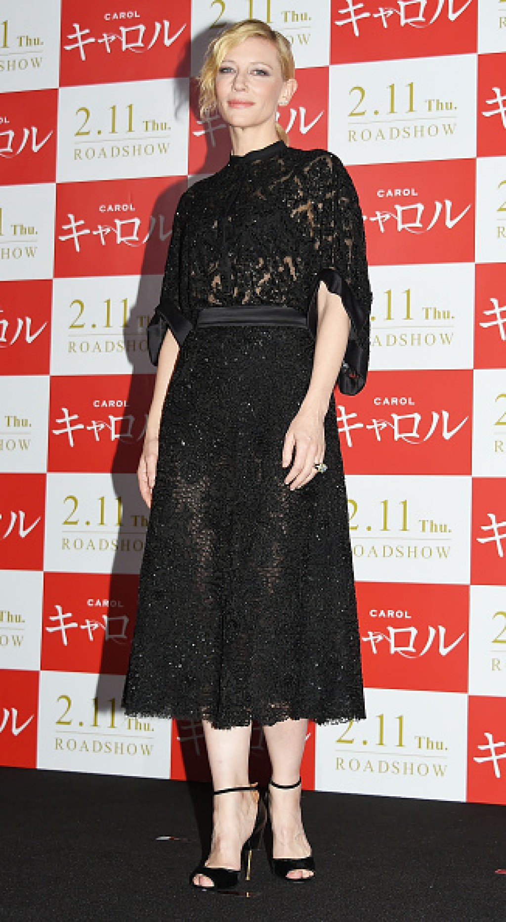 Carol-Stage-Greeting-In-Tokyo-Cate-Blanchett-Makeup-Dress-Givenchy-1024x1865