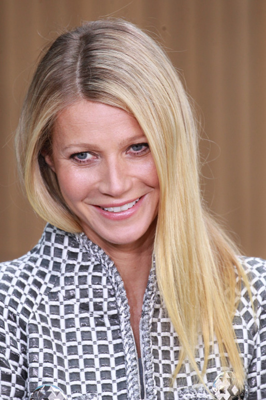 Chanel-Outside-Arrivals-Paris-Fashion-Week-Gwyneth-face-1024x1536