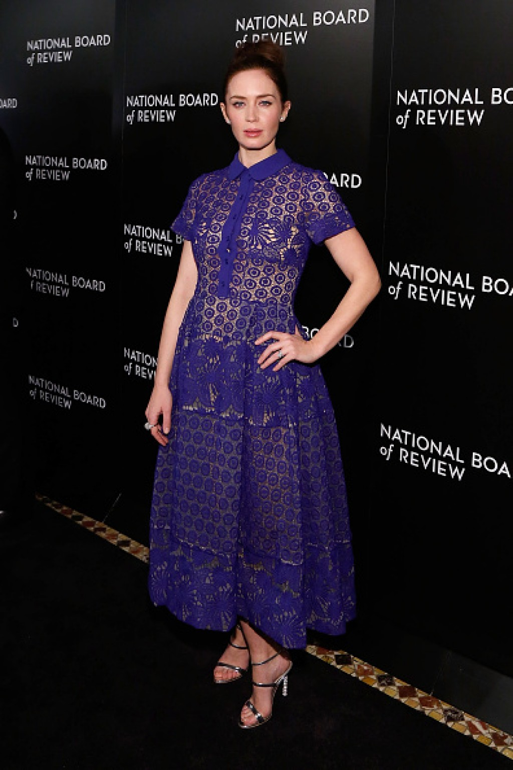 Emily-Blunt-016-National-Board-of-Review-Gala-Lace-Dress-1024x1536