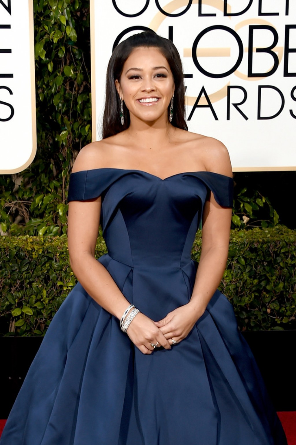 Gina-Rodriguez-Zac-Posen-2016-Golden-Globe-Awards-1024x1539-1