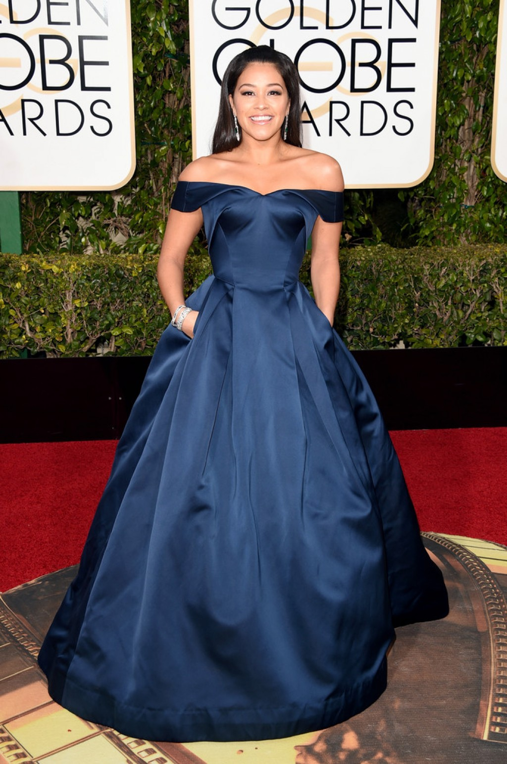 Gina-Rodriguez-in-Zac-Posen-2016-Golden-Globe-Awards-1024x1542