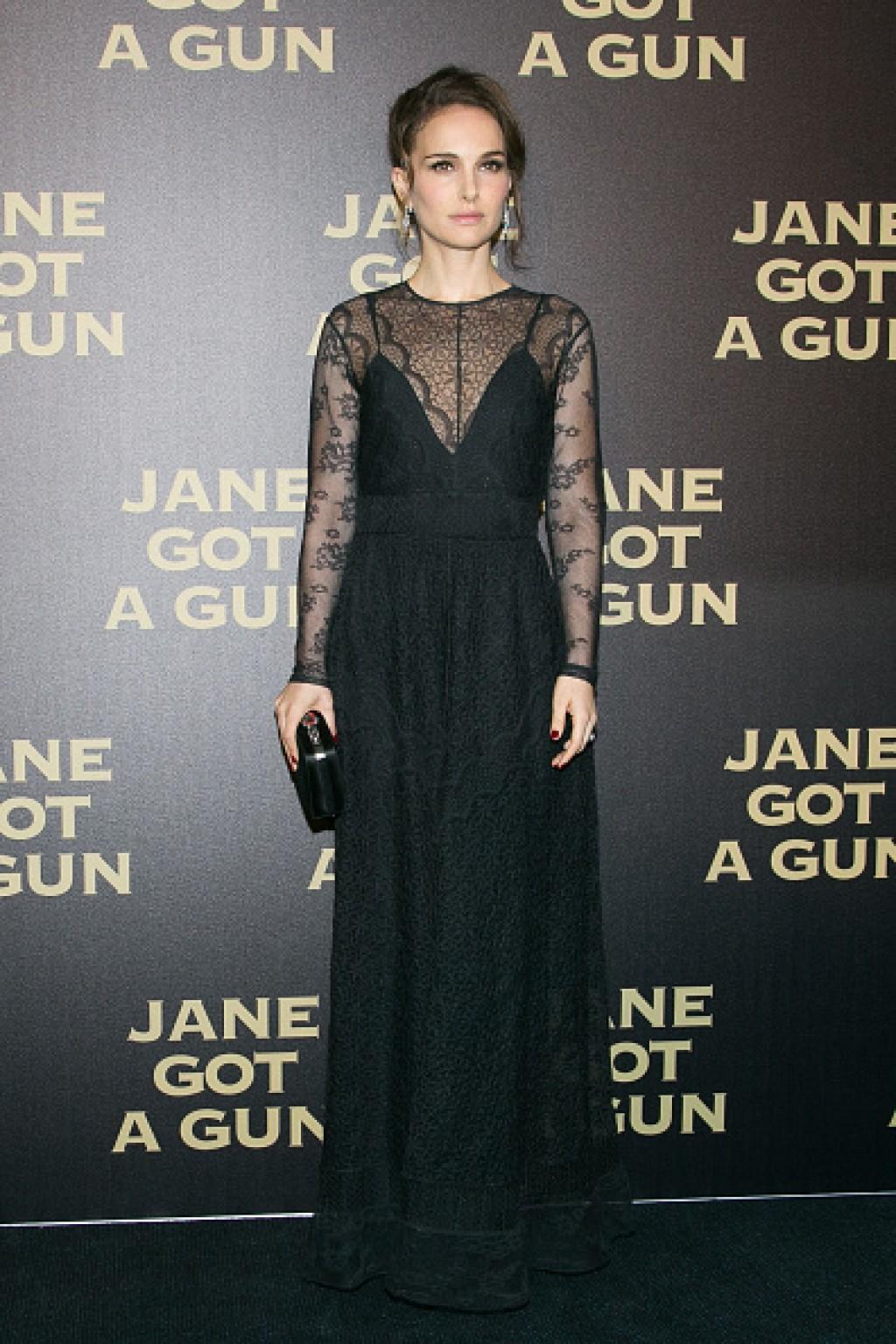 Jane-Got-A-Gun-Paris-Premiere-Natalie-Portman-1024x1536