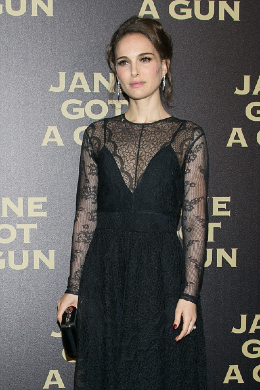 Jane-Got-A-Gun-Paris-Premiere-Natalie-Portman-2016-1024x1536