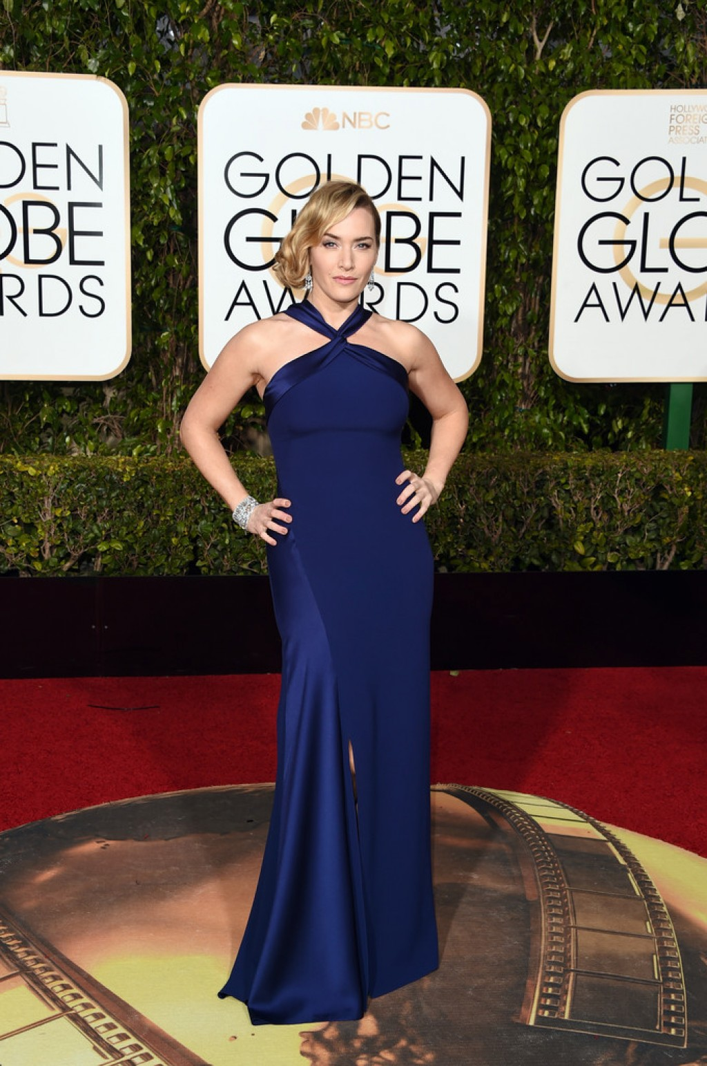 Kate-Winslet-2016-Golden-Globe-dress-1024x1542