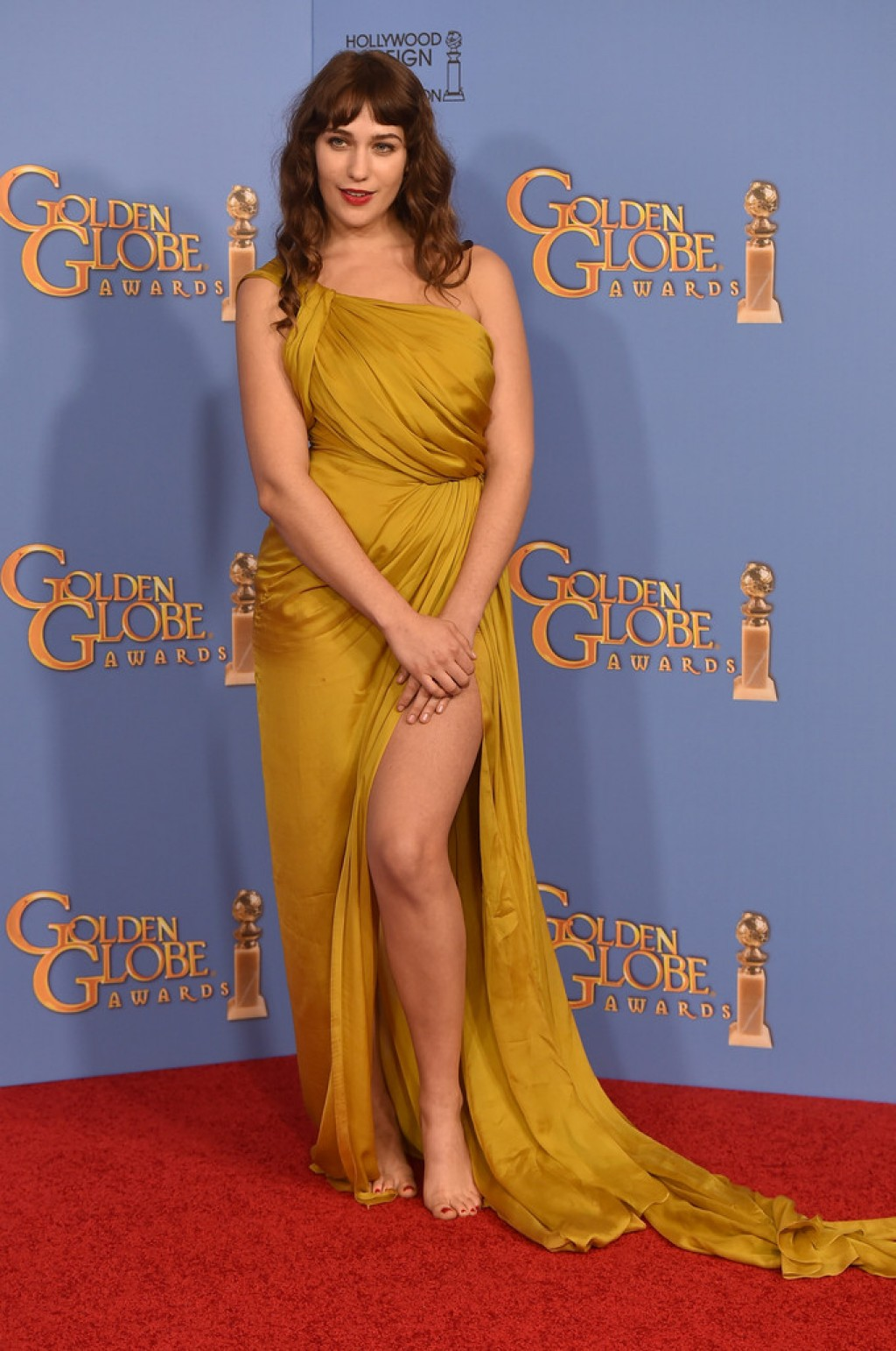Lola-Kirke-in-Monique-Lhuillier-2016-Golden-Globes-1024x1542