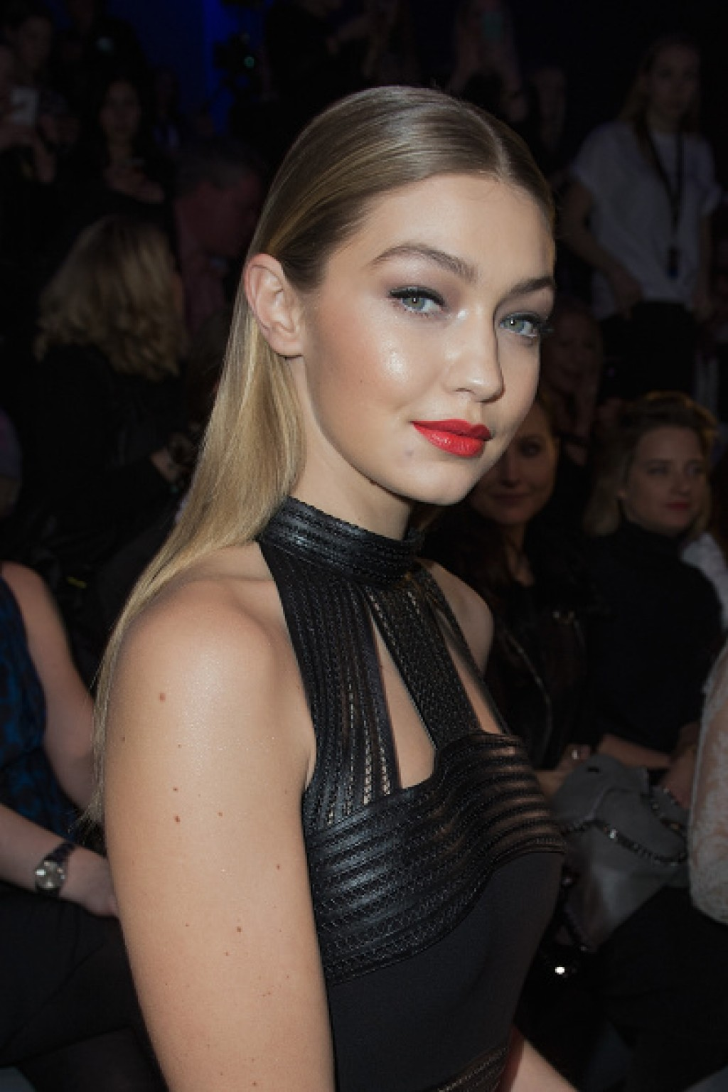Maybelline-The-Power-Of-Colors-Make-Up-Runway-Event-gigi-hadid-makeup-1024x1536