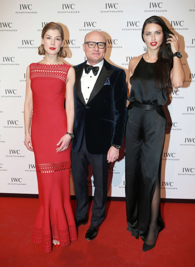 Rosamund-Pike--Gala-Dinner-Photocall-as-Part-of-SIHH--10-662x907