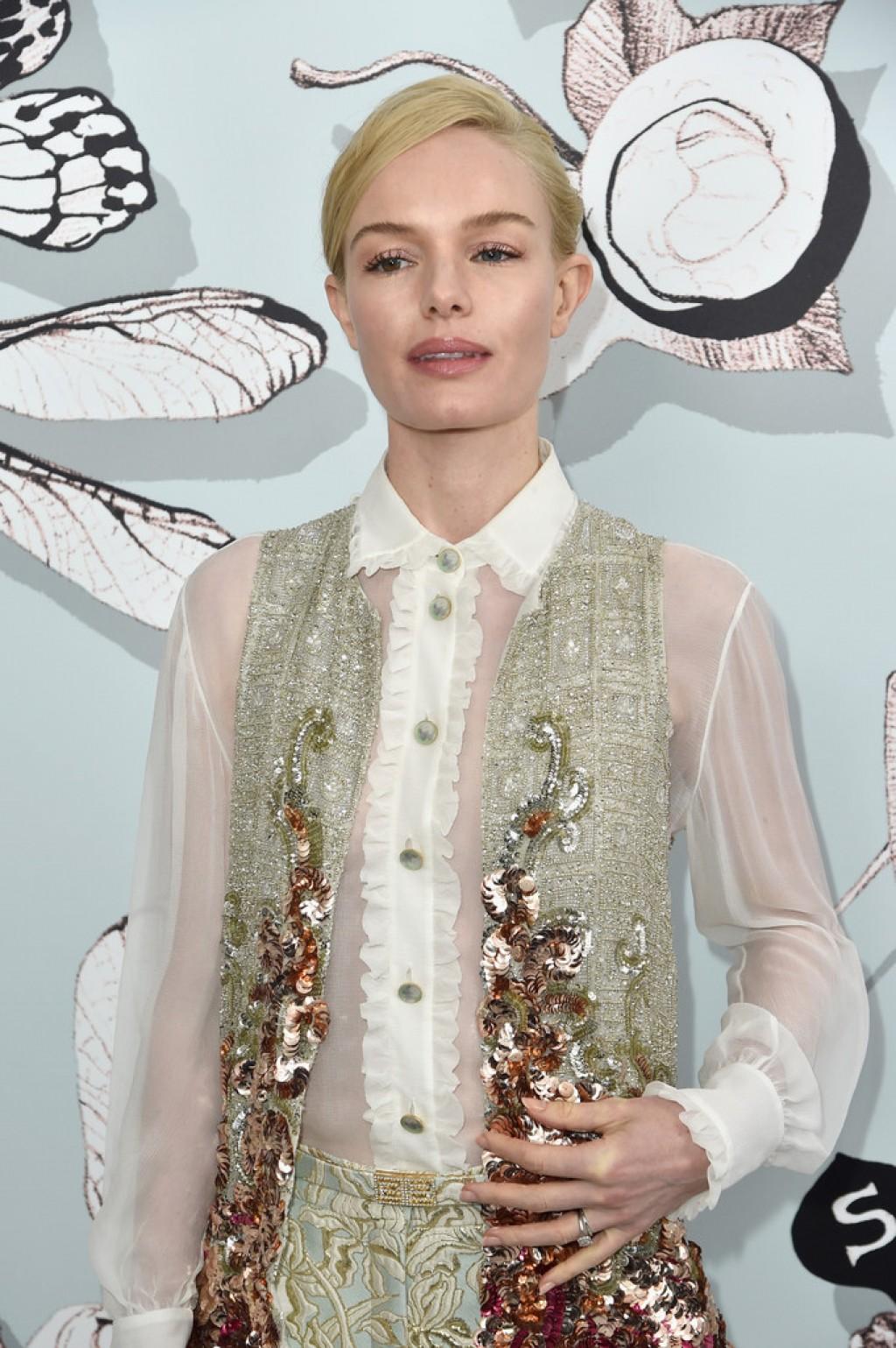 Schiaparelli-Front-Row-Paris-Fashion-Week-Kate-Bosworth-Makeup-1024x1539