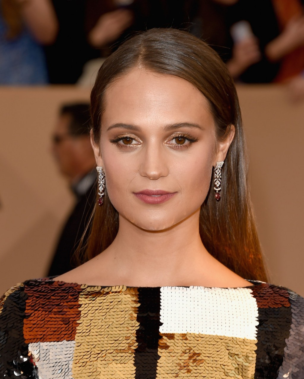 Screen-Actors-Guild-Awards-Alicia-VIkander-1024x1275