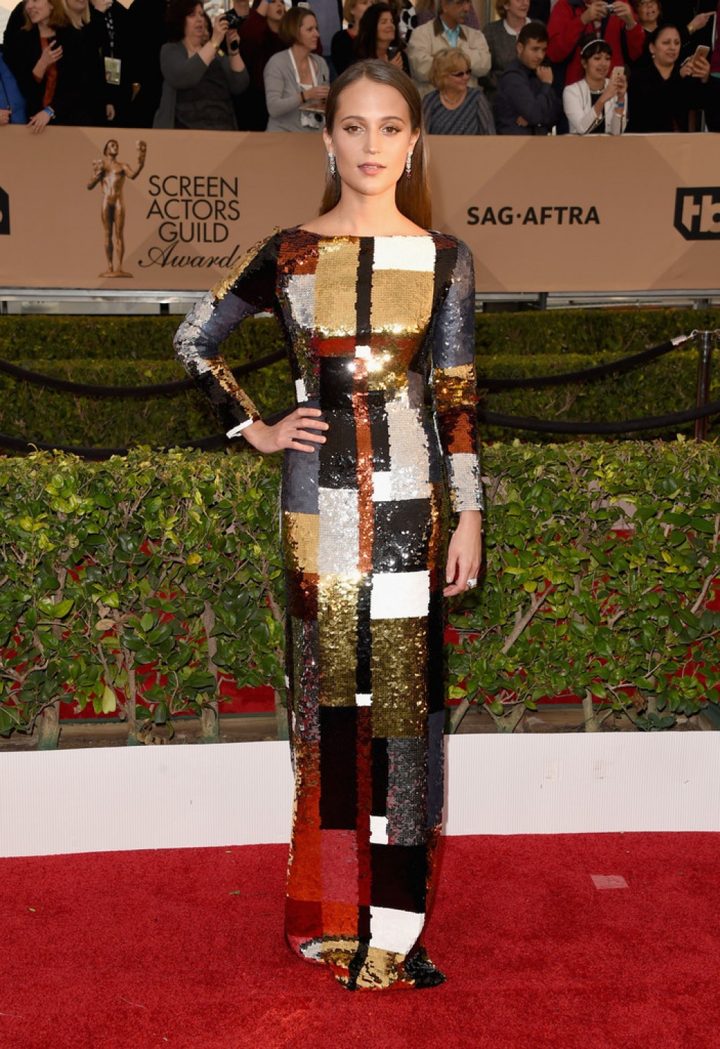 Screen-Actors-Guild-Awards-Alicia-VIkander-2016-1024x1491