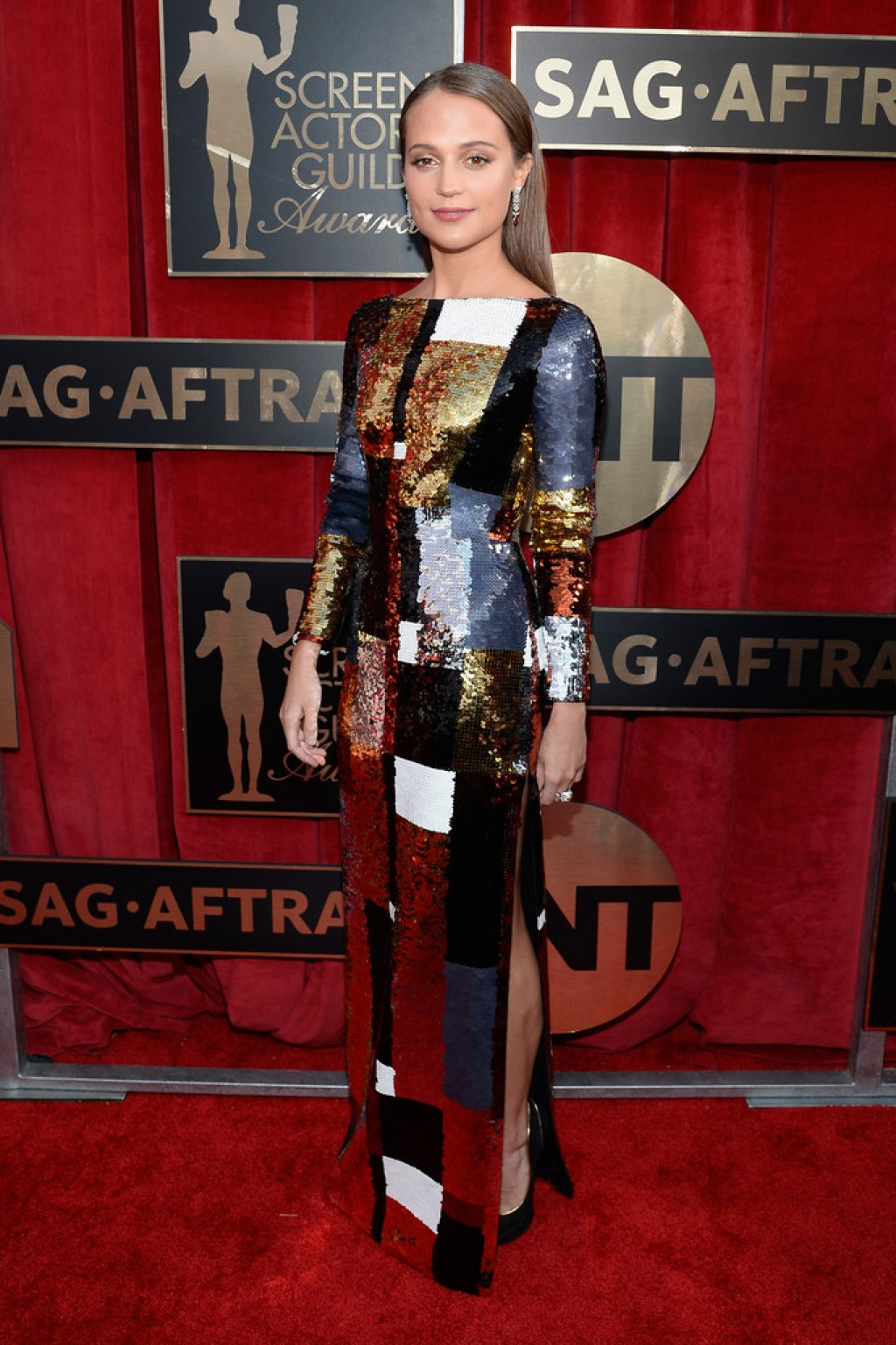 Screen-Actors-Guild-Awards-Alicia-VIkander-2016-Dress-1024x1537