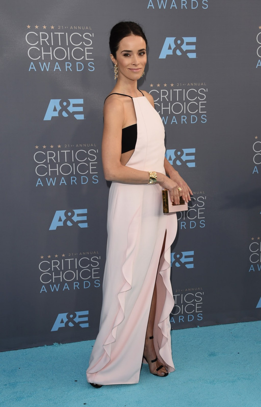 abigail-spencer-critics-choice-awards-jmendel-1024x1596-1