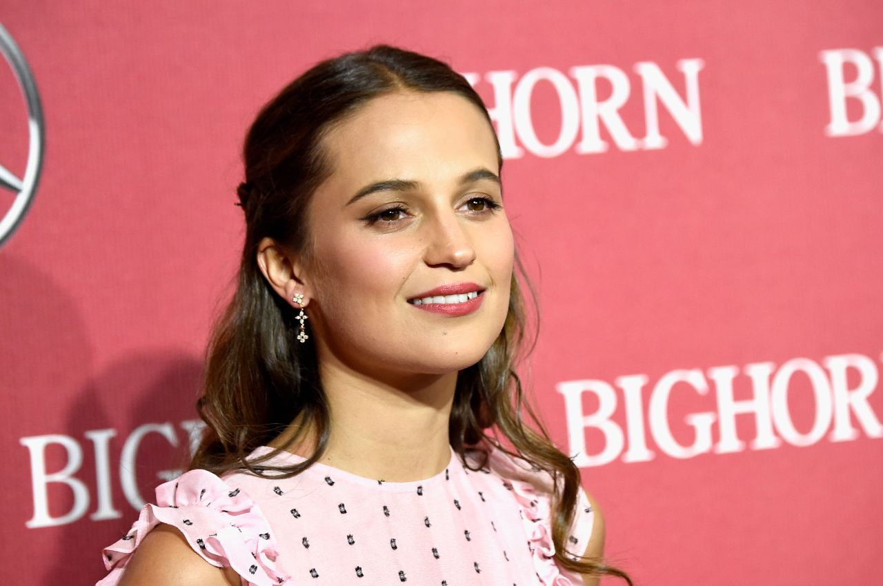 alicia-vikander-2016-palm-springs-international-film-festival-awards-gala-4