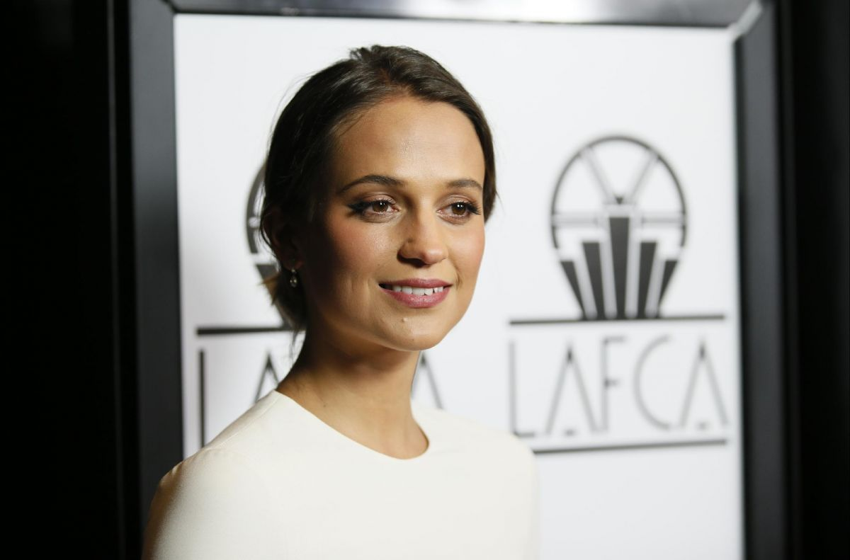 alicia-vikander-at-40th-annual-los-angeles-film-critics-association-awards-in-century-city-01-09-2016_2